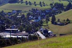 Blick von der Golddorf-Route über Kirchrarbach