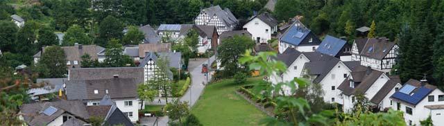 Blick von der Aussichtsplattform am Taasberg auf Lenne