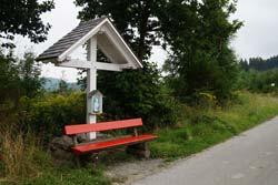Das Weiße Kreuz am alten Kirchweg zwischen Niedersorpe und  Oberkirchen