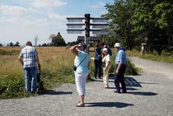 Wanderwegezeiger auf der Kuppe des Kahlen Asten