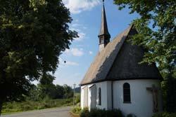 Die Elisabethkapelle wurde 1958 im romanischen Stil vom Besitzer des benachbarten Hotels Hoher Knochen errichtet