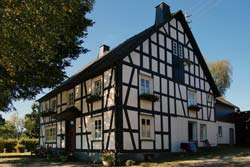 Fachwerkhaus am westlichen Ortsrand von Rahrbach