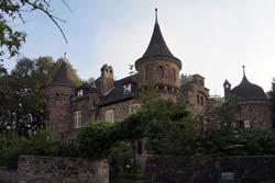Burg Dattenfeld war ursprünglich ein feudales Pfarrhaus, erbaut von Pfarrer Johann Robens
