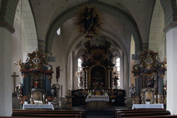 Inneres der Pfarrkirche St. Johannes-Evangelist in Eversberg