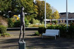 Knabenskulptur im Nümbrechter Kurpark