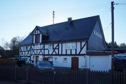 Siegerländer Bauernhaus in der Ortsmitte von Meiswinkel