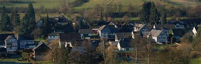 Blick über Langenholdinghausen zum Altenberg