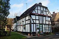 """Die ehemalige Schulkapelle am Fuße des """"Alten Berges"""" im Oberdorf"""
