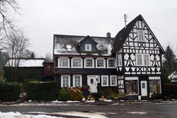 Zweigeschossiges typisches Siegerländer Ernhaus aus riegellosem Fachwerk mit Wirtschaftsteil, erbaut um 1880