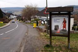 Der Siegerlandweg am Ortseingang von Dreis-Tiefenbach