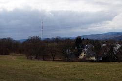 Blick über den Siegerlandweg zum Sender