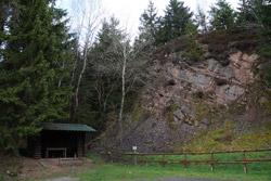 Steinbruch und Meilerplatz in Benfe