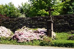 Wegkreuz vor der alten Stadtmauer
