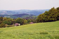 Blick über die Ortschaft Hecke auf Wiedenest und Bergneustadt