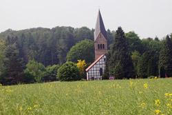 Blick von der Römerstraße auf die Waldkirche