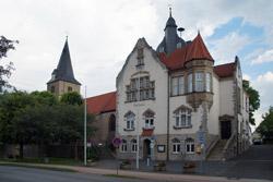 Rathaus und Ev. Kirche in Barntrup