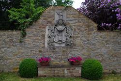 Wappen der Herren von Münchhausen im Zugang zum Schloss Schwöbber bei Aerzen-Königsförde