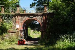 Historischer Eingangsbogen zur Brunnenanlage am Klütturm