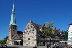 Marktkirche St. Nicolai und Hochzeitshaus mit Glockenspiel