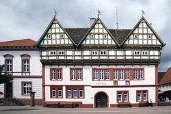 Rathaus mit Schandpfahl