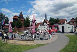 """Das Café """"Ankerplatz"""" im Emmerauenpark"""