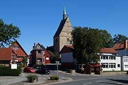 Marktplatz Apelern mit Diakonatskirche