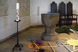 Taufstein in der Ev. Kirche Hausberge