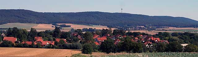 Blick über Apelern auf den Deister