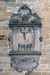 Epitaph Kreuzigung Christi an der St. Godehardi-Kirche