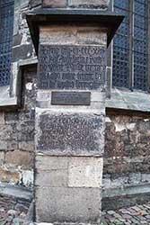 Gedenkstein an der St.-Blasius-Kirche