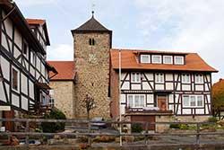Blick vom Thingplatz zur Dorfkirche Lippoldshausen