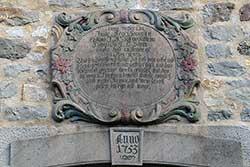 Inschrift über den Eingang der Dorfkirche Lippoldshausen