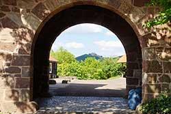Blick zur Burgruine Hanstein in Thüringen
