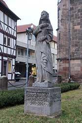 Theophanu-Denkmal vor der Marktkirche
