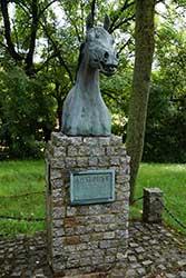 Denkmal des legendären Hengstes Alchimist